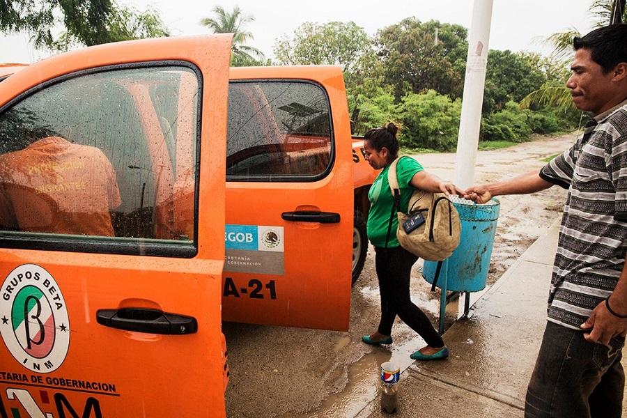 Yenny comienza su regreso a El Salvador. Ixtepec, 06–06–2014 | ANNA SURINYACH