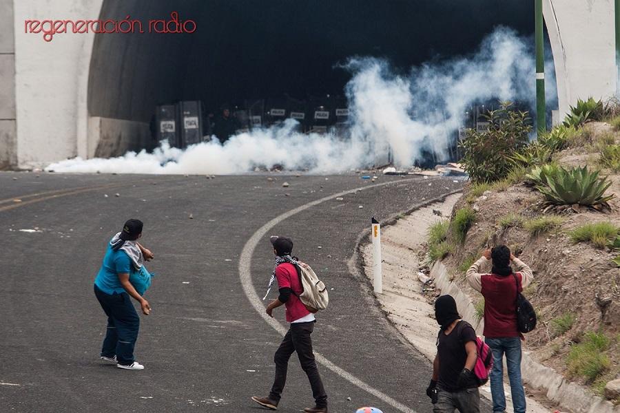 3 de junio al medio día en el túnel de Tixtla-Chilpancingo, en donde la policía federal rompió el diálogo y enfrento a normalistas y padres y madres de familia de Ayotzinapa. (2)