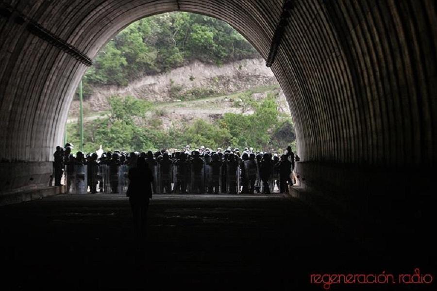 3 de junio al medio día en el túnel de Tixtla-Chilpancingo, en donde la policía federal rompió el diálogo y enfrento a normalistas y padres y madres de familia de Ayotzinapa.(3)