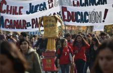 Lección magistral en Chile: El partido importante se disputa en las calles