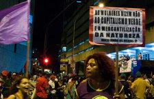 El movimiento feminista frente al poder de las multinacionales