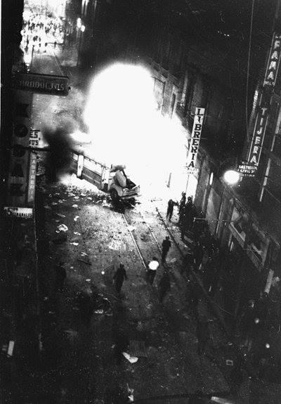 27 de julio de 1968. Autobús quemado en las cercanías de Justo Sierra. Foto Agencia EL UNIVERSAL