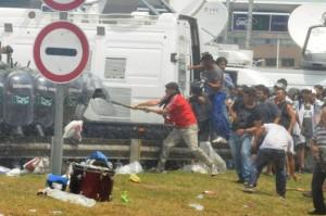 Gendarmeria contra Cresta Roja. Represión en Avda Ricchieri