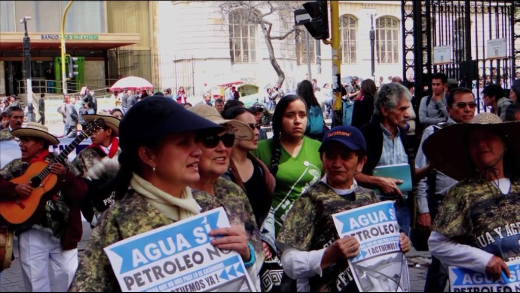 mujeres defendiendo territorios
