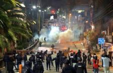 Con extrema brutalidad la policia mexicana enfrenta a l@s maestr@s en Oaxaca