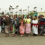 africa-mujeres-escobas-1