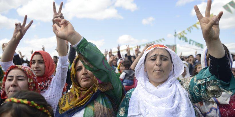 MUjeres-del-Kurdistán-e1490197256450-820x410